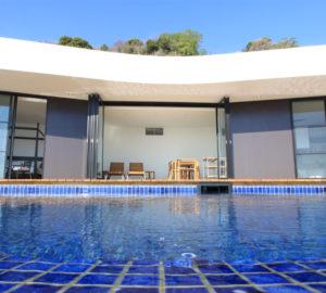 イヴレスのホテルのプール2